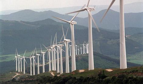 Molinos de viento en el Parque Eólico de El Perdón, Navarra